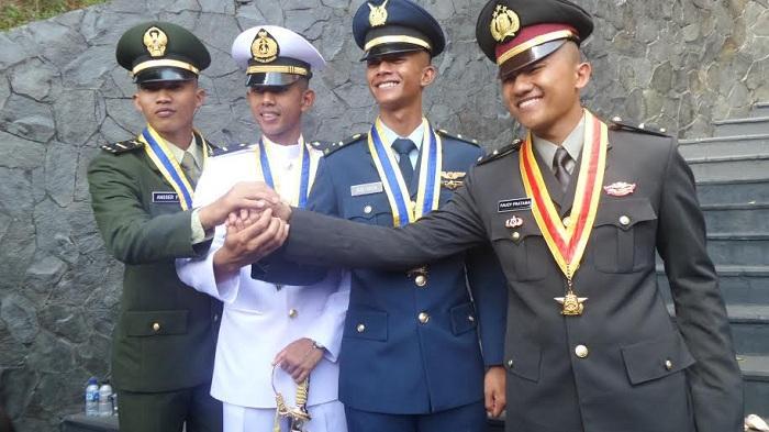 Daftar 26 Perguruan Tinggi Ikatan Dinas dan Beasiswa Penuh di Indonesia