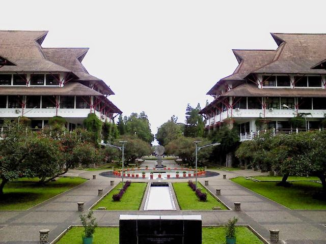 TOP 10 Universitas Terbaik Di Bandung